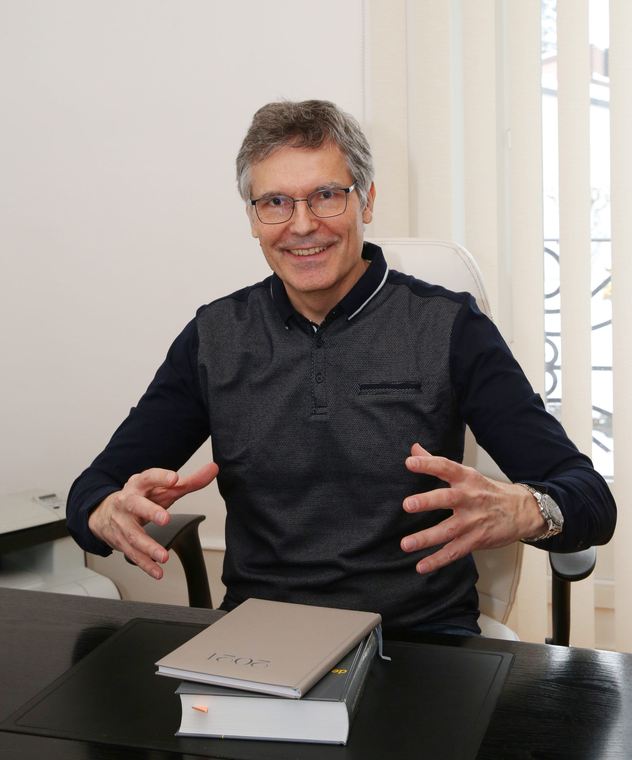 Alain Lieberherr à son bureau